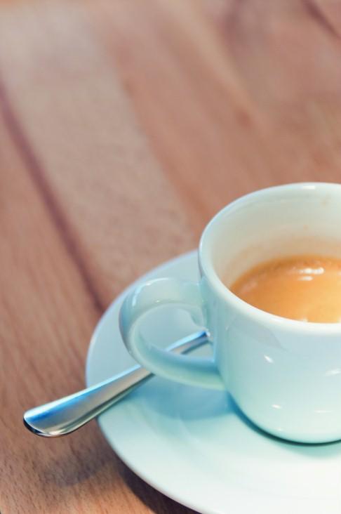 Mit Zucker? Ja! Denn ein Espresso ohne Zucker ist kein richtiger Espresso.