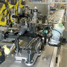 Transport von Achsen auf dem Rollenförderer TS 5 in der Automobilbranche
