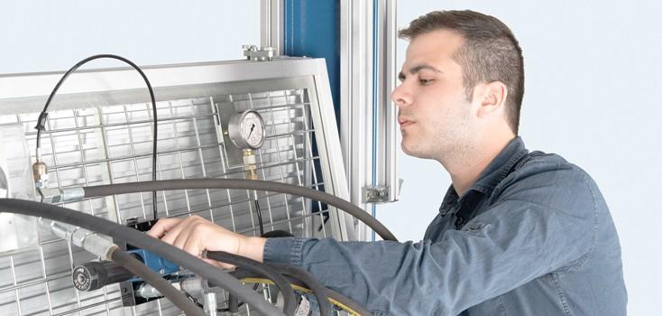 Trainingsarbeitsstationen und Gerätesätze für eine reale Berufserfahrung