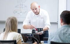 Industrielle Basis- und Aufbautrainingskurse mit maßgeschneiderten Programmen und Trainingssystemen