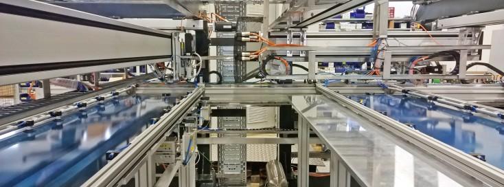 Präzise Schutzfolienbearbeitung mit Automatisierung von Bosch Rexroth