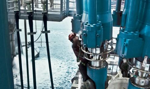Bosch Rexroth bietet verschiedene Bohranlagen, die ein extrem zuverlässiges und sicheres Arbeiten in der Offshore-Industrie ermöglichen.
