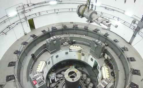 Großer hydraulischer Generatorzylinder