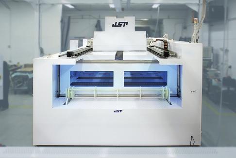 Nassbank-Reinigungsstationen von JST Manufacturing behandeln Siliziumstücke so, dass sie eine Reinheit von 99,99 Prozent erreichen.