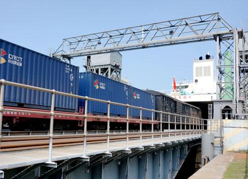 Der Fährhafen der Insel Hainan ist das Nadelöhr der Guangdong-Hainan-Bahn.
