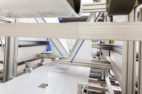 Die IndraMotion MLC ermöglicht es NuLine, Plastikbahnen zuverlässig und präzise durch die Maschine zu bewegen.