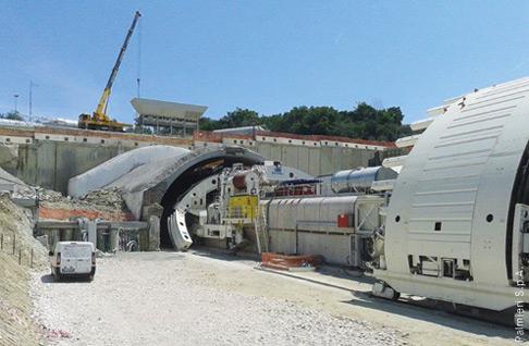 Einfahrt der beiden Maschinen in den Montedomini-Tunnel.