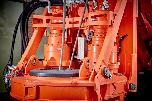 Die komplette Kraftdrehkopf-Einheit mit den beiden Motoren und Getrieben.
