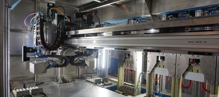 Einbaufertiges Handlingsystem für elektrotechnische Metallbearbeitung