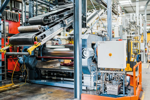 Die Anlagen bei Kraiburg laufen fast durchgängig im Dreischichtbetrieb. Deshalb spielt die Maschinenverfügbarkeit eine extrem wichtige Rolle.