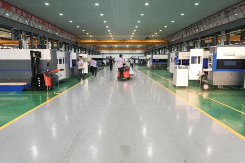 Han's Laser beschäftigt 8.000 Mitarbeiter und produziert mehr als 200 Modelle von Lasermarkier-, Laserschweiß- und Laserschneidmaschinen.